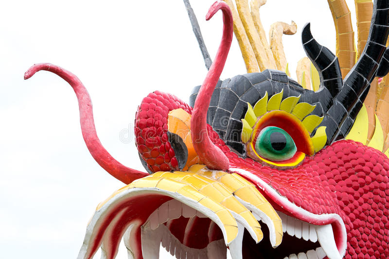 Statue de dragon d'isolement sur le fond blanc photo stock