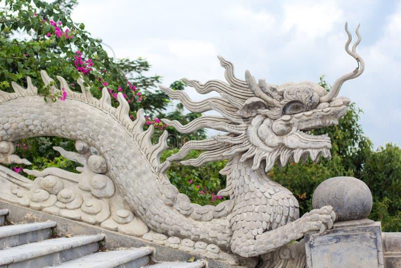 Statue de dragon sur Linh Ung Pagoda image libre de droits