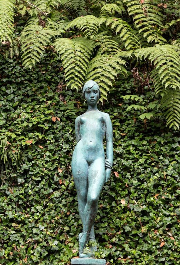 Statue de femme dans le jardin botanique Monte de Funchal, Madère photo libre de droits