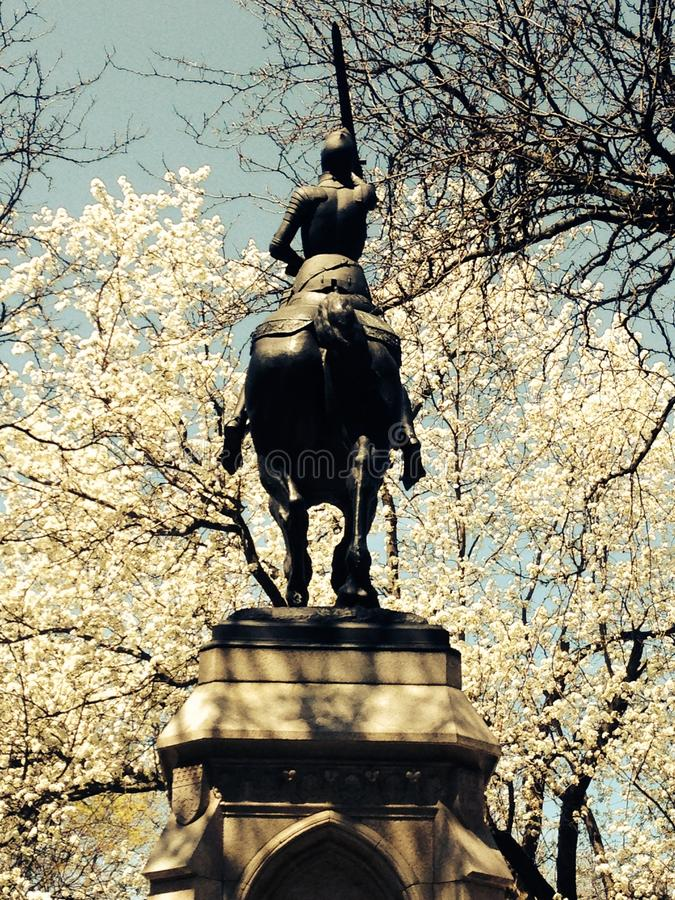 Statue de femme de Jeanne d'Arc sur le cheval photos stock
