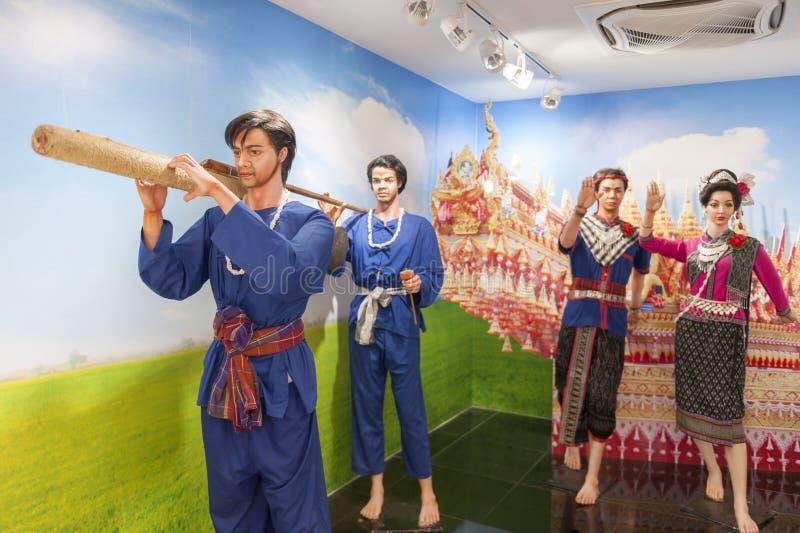 Statue de fusée en bambou de transport de personnes pendant le festival en bambou de fusée de Boon Bang Fai dans Yasothon, Thaïla image stock