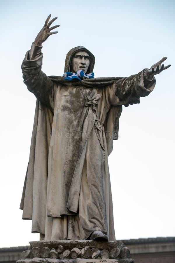 Statue de Girolamo Savonarola à Ferrare dans Émilie-Romagne l'Italie photographie stock