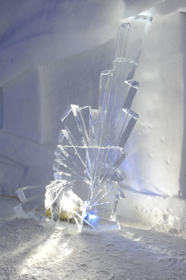 Statue de glace dans un igloo à Engelberg images libres de droits