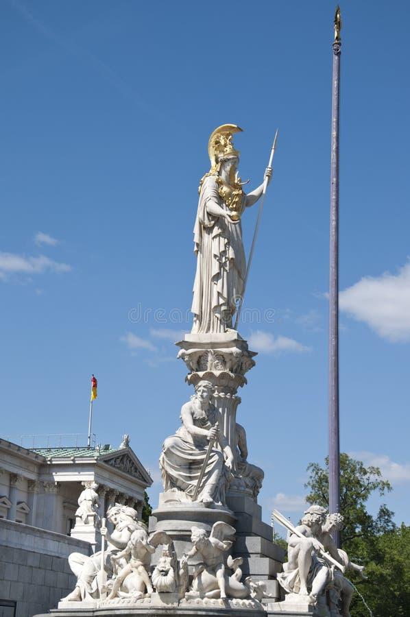 Statue de Goddes Athéna devant le Parlement autrichien photo stock
