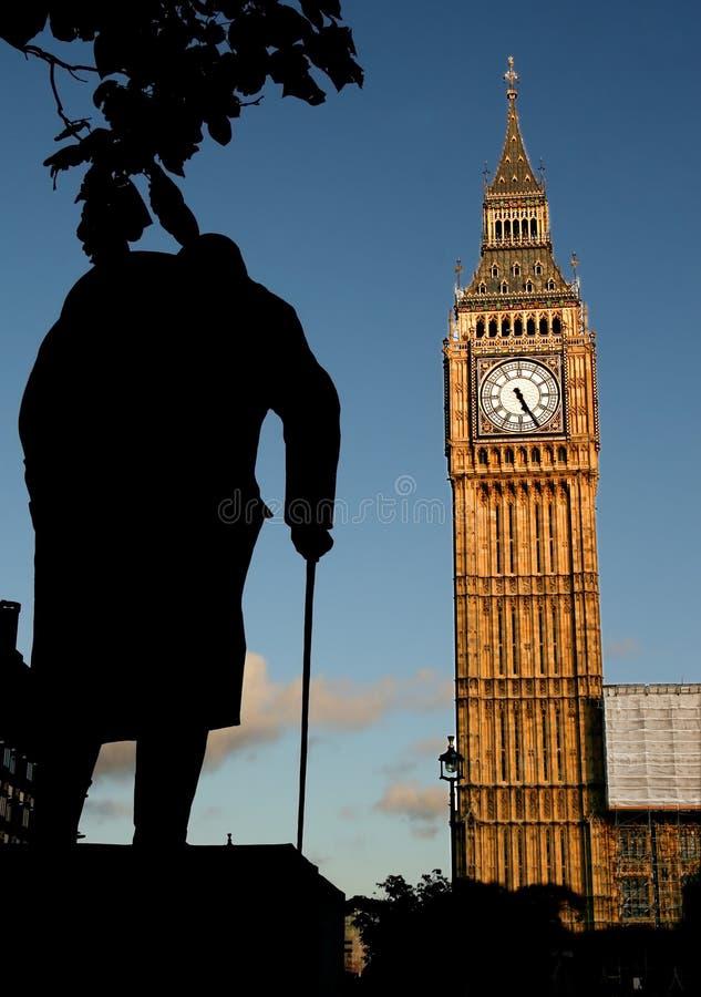 Statue de grand Ben et de Winston Churchill au coucher du soleil photos libres de droits
