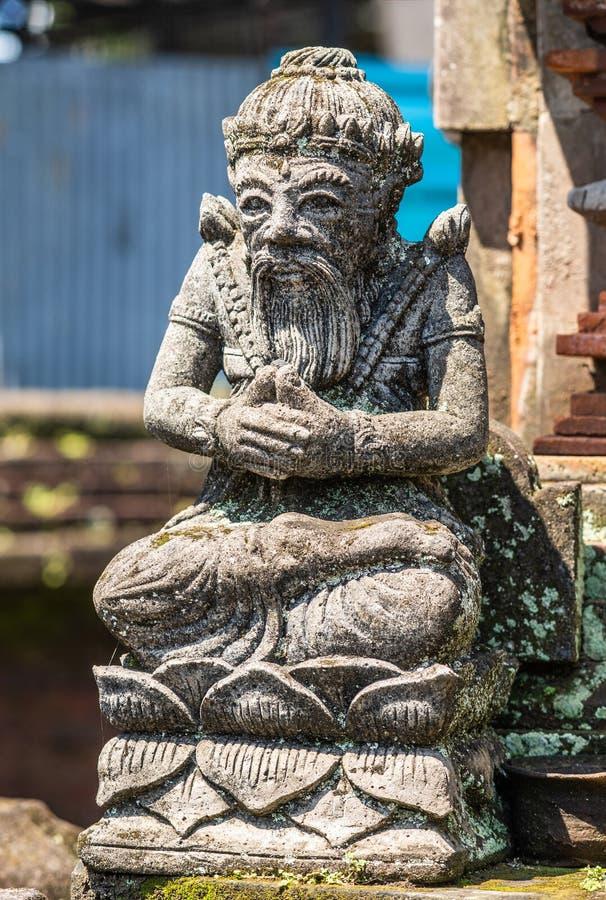 Statue de Guru au compos? de clan, Dusun Ambengan, Bali Indon?sie photos stock