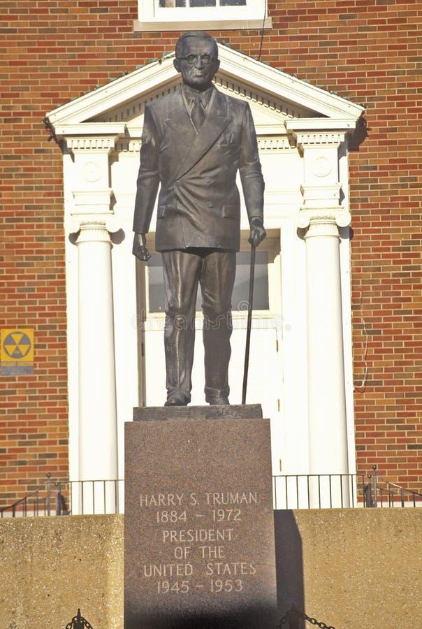 Statue de Harry S Truman devant Jackson County Courthouse, l'indépendance, MOIS images stock