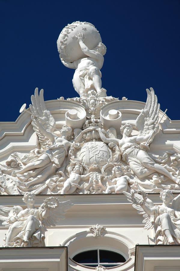 Statue de Hercule sur le château de Linderhof image libre de droits