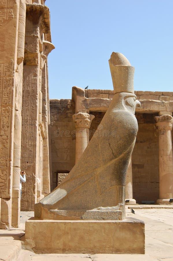 Statue de Horus dans le temple d'Edfu, Egypte image stock