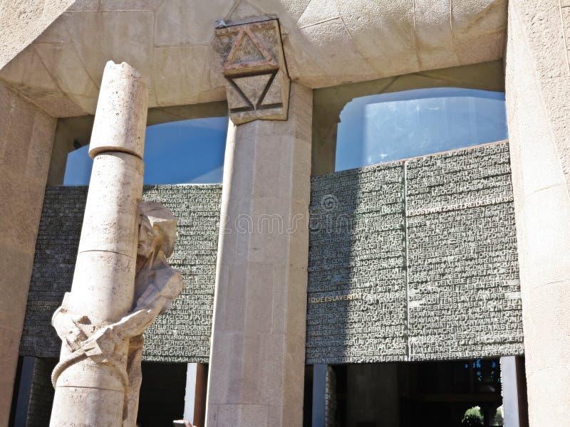 Statue de Jésus par Gaudi images libres de droits