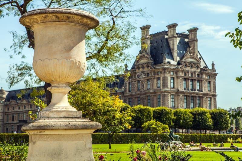 Statue de jardin de Tuileries Le jardin de Tuileries (DES Tuileries de Jardin) est un jardin public situé près du musée de Louvre photo stock