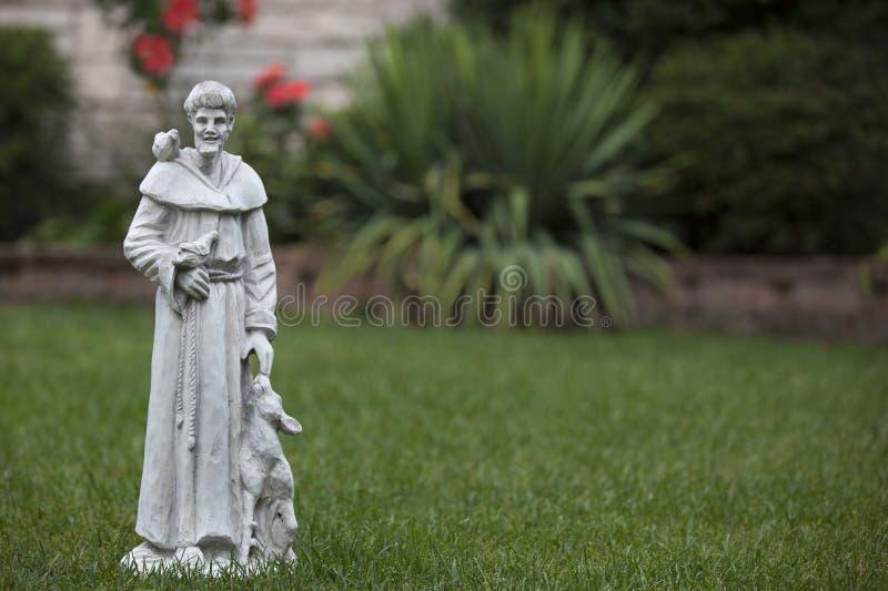 Statue de jardin de rue Francis d'Assisi photo libre de droits