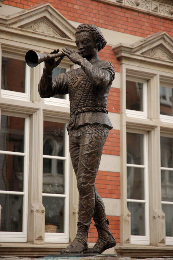 Statue de joueur de pipeau pie photos libres de droits