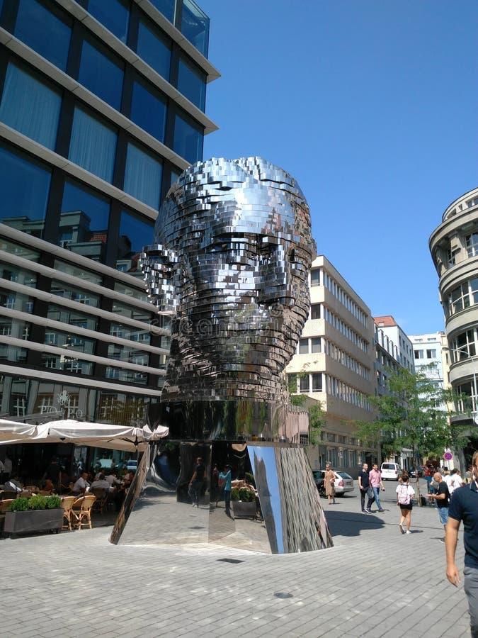Statue de Kafka à Prague photos libres de droits