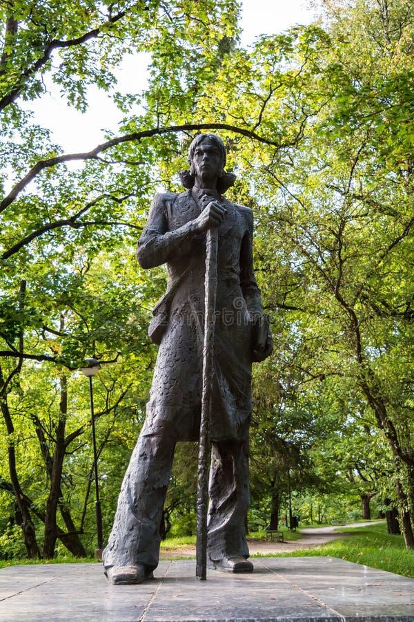 Statue de Kristjan Jaak Peterson sur la colline de Toome, Tartu photo libre de droits