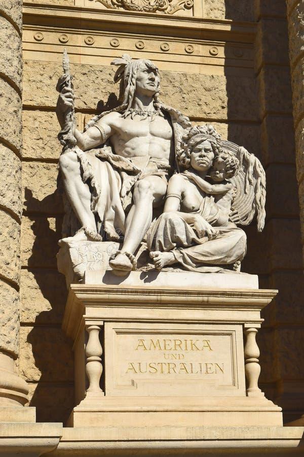 Statue de l'Amérique et de l'Australie, musée d'histoire naturelle à Vienne photographie stock