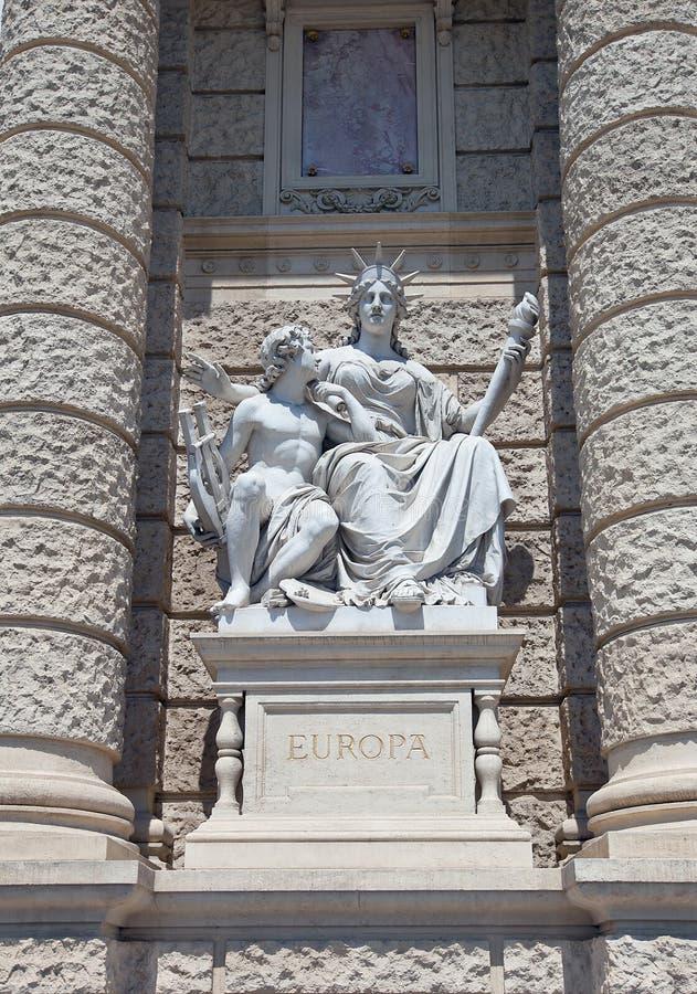 Statue de l'Europe. Musée d'histoire naturelle à Vienne images libres de droits