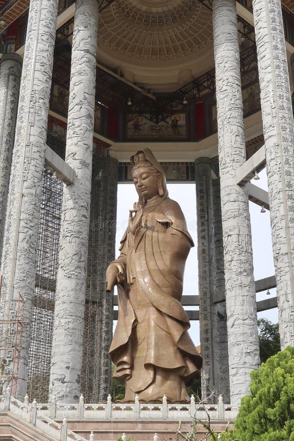 Statue de la déesse de la pitié, Kuan Yin dans le plus grand temple bouddhiste en Malaisie photo libre de droits