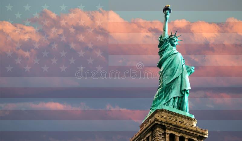Statue de la liberté au coucher du soleil image stock