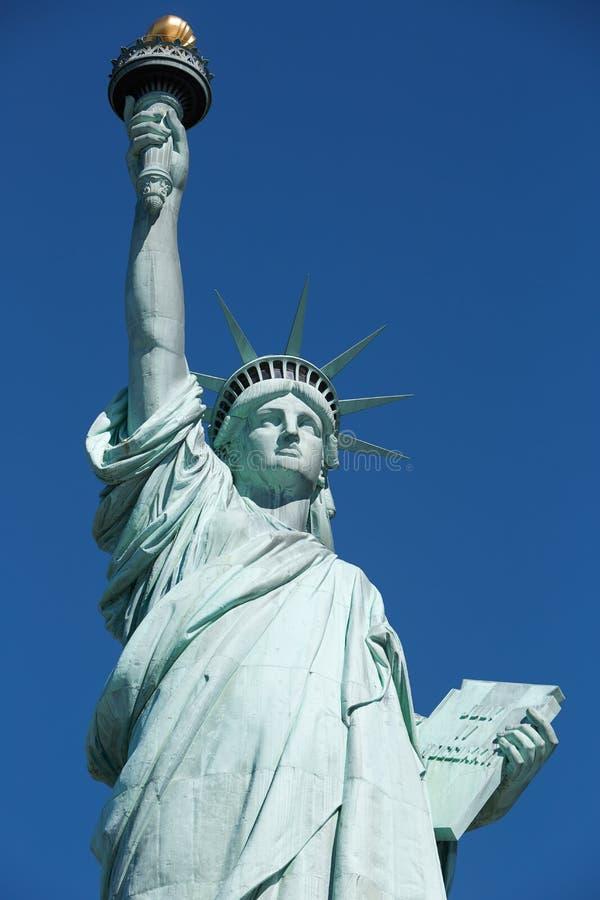 Statue de la liberté, ciel bleu à New York images libres de droits