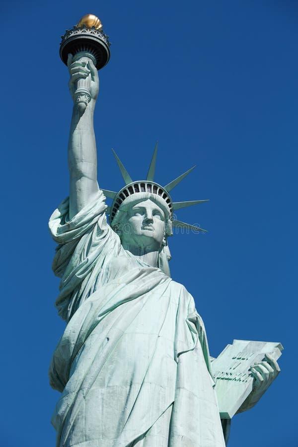 Statue de la liberté, ciel bleu dans un jour ensoleillé à New York image libre de droits