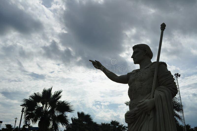 Statue de la liberté contre le ciel bleu photographie stock libre de droits