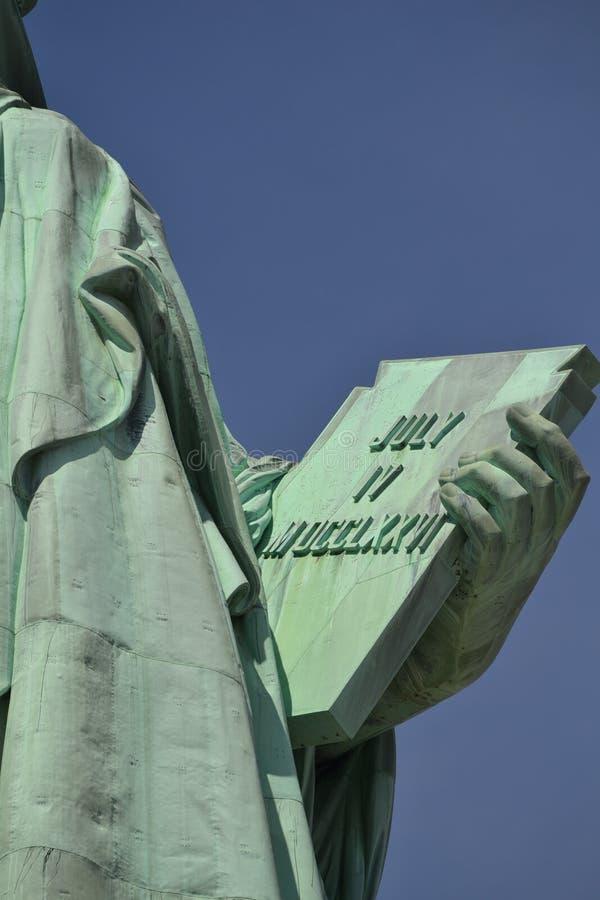Statue de la liberté et du coucher du soleil de New York City photo libre de droits