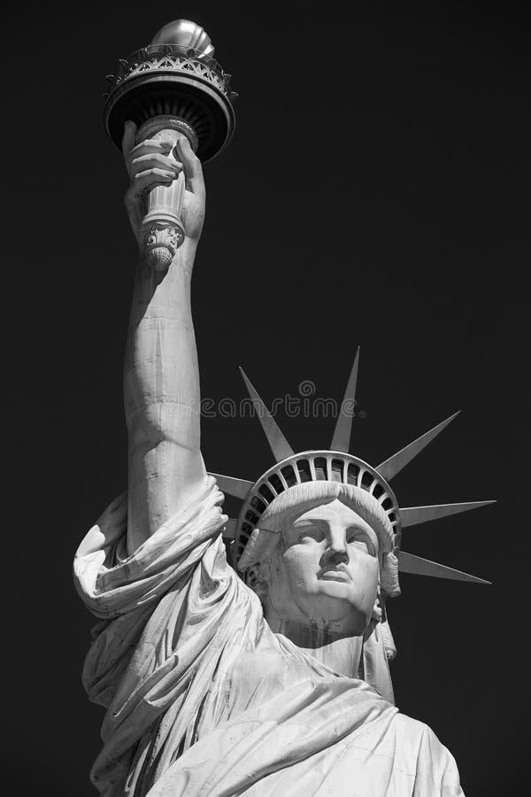 Statue de la liberté, noire et blanche avec à New York photographie stock