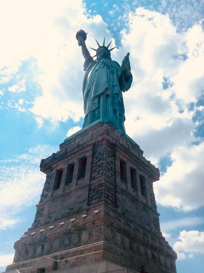 Statue de la libert? et du coucher du soleil de New York City photos stock