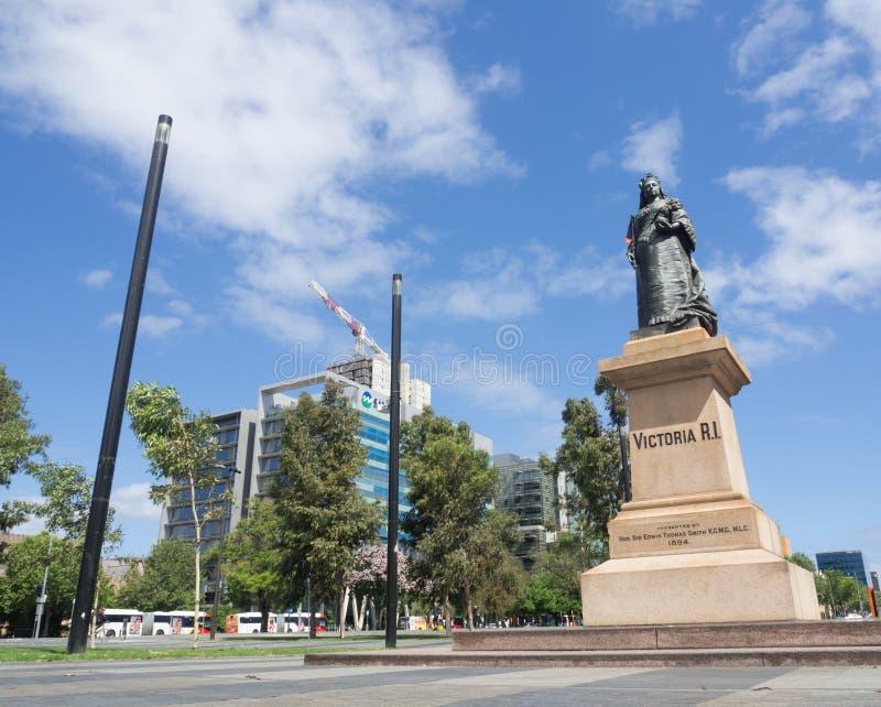 Statue de la Reine Victoria, érigée au centre de la place en 1894 chez Victoria Square en capitale australienne du sud photos libres de droits