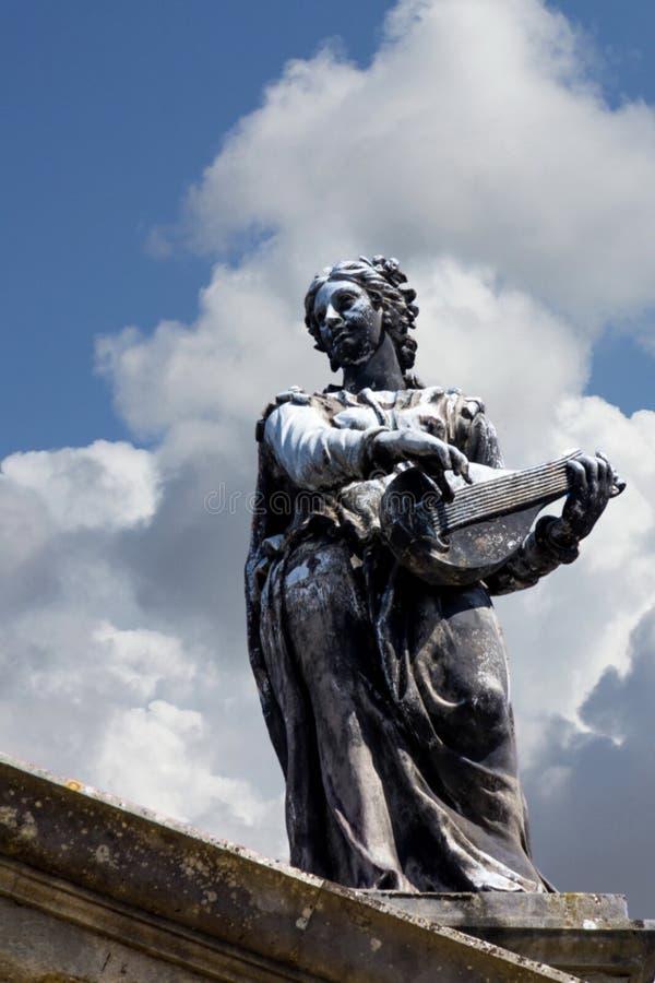 Statue de la Terpsichore - la muse de la danse Toit du bâtiment de Clarendon, Oxford photo stock