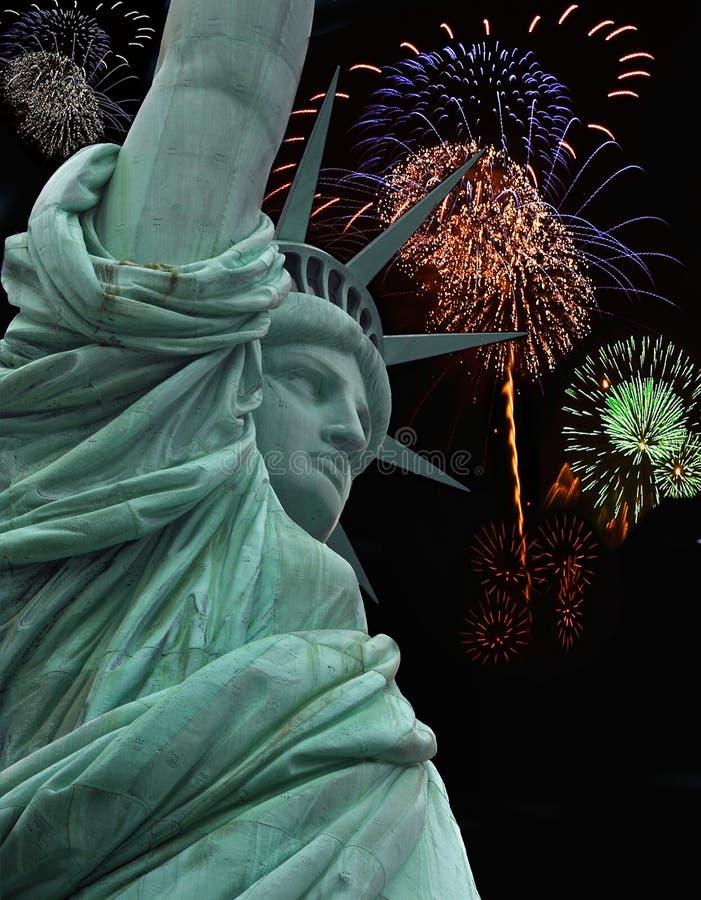 statue de liberté de feux d'artifice images stock