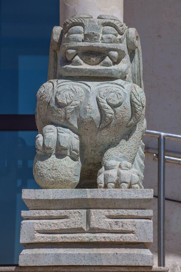 Statue de lion en Mongolie photographie stock libre de droits