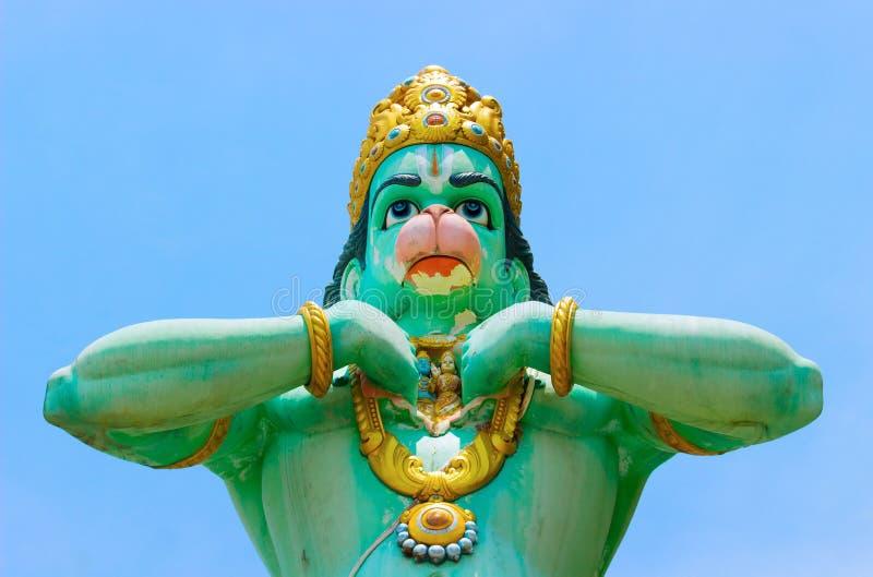 Statue de Lord Hanuman pr?s des cavernes de Batu photos stock