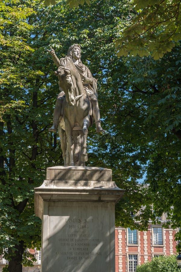 Statue de Louis XIII à Paris image libre de droits