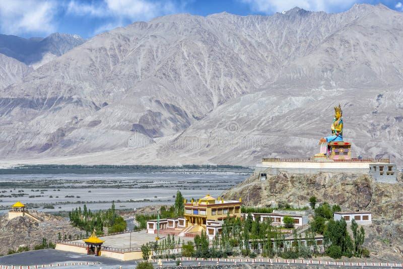 Download Statue De 32 Mètres De Maitreya Bouddha Près De Monastère De Diskit Dans Ladakh, Inde Photo stock - Image du intervalle, fond: 77160856