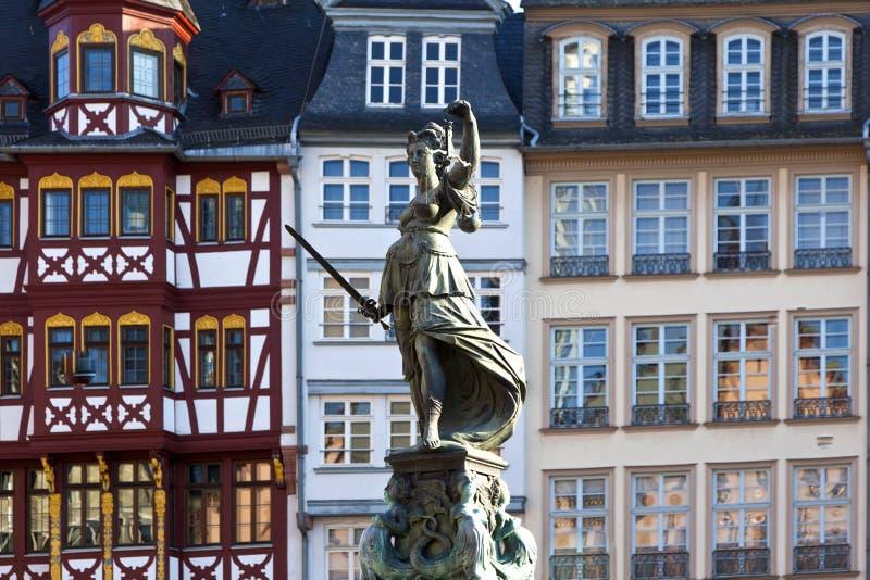 Statue de Madame Justice devant le Romer image stock