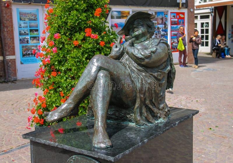 Statue de Madame Migraine par Rene Rikkelman dans Zandvoort photo libre de droits