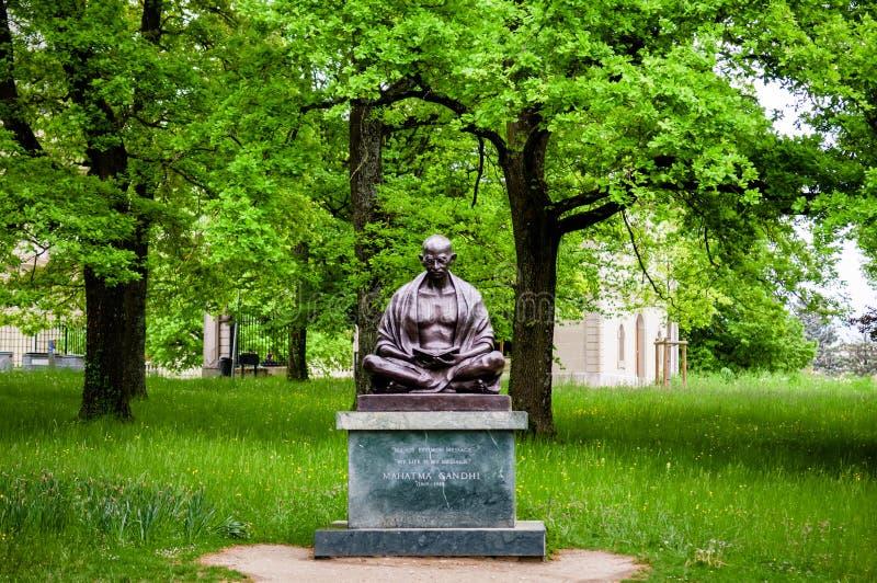 Statue de Mahatma Gandhi en parc d'Ariana, Genève, Suisse image libre de droits