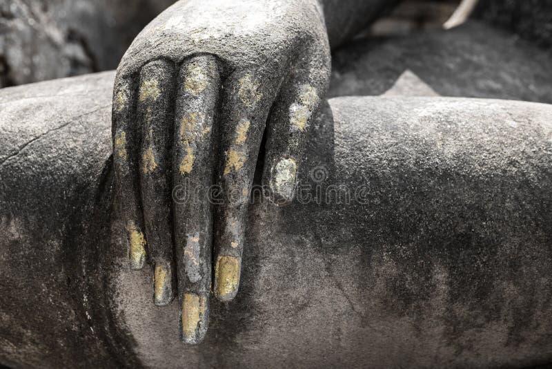 Statue de main du ` s de Bouddha chez Sukhothai, Thaïlande, style noir et blanc photo libre de droits