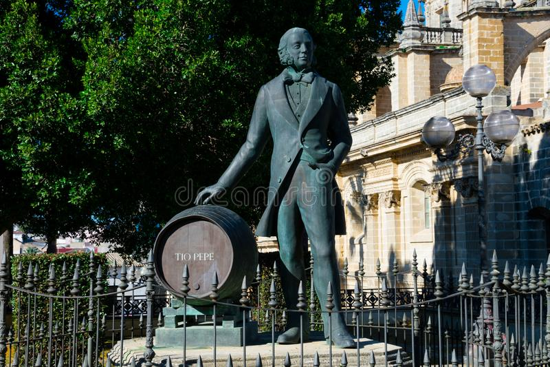 Statue de Manuel Maria Gonzalez Angel Estatua de Tio Pepe photo stock