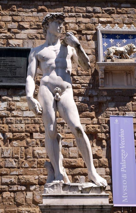 Statue de Michelangelos David devant le Palazzo Vecchio à Florence photographie stock libre de droits