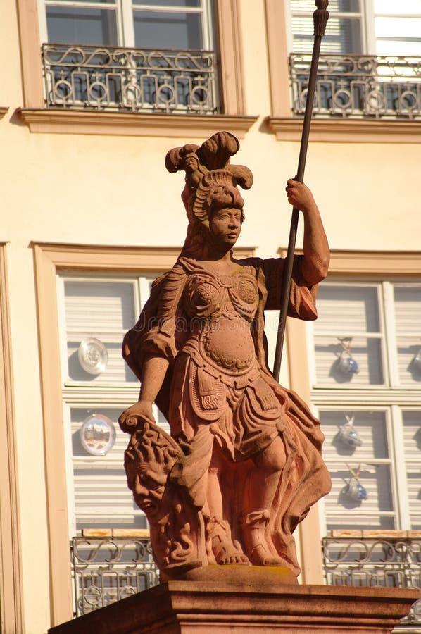 Statue de Minerva chez Romer à Francfort photos stock