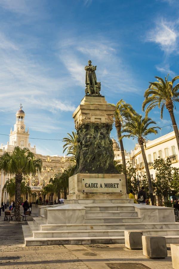 Statue de monument de politicien Segismundo Moret de Cadix par le sculpteur AgustÃn Querol et Subirats incorporé photos stock