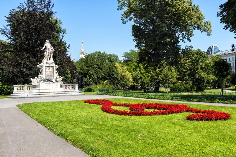 Download Statue De Mozart En Parc De Burggarten à Vienne Image stock - Image du vert, landmark: 77156355