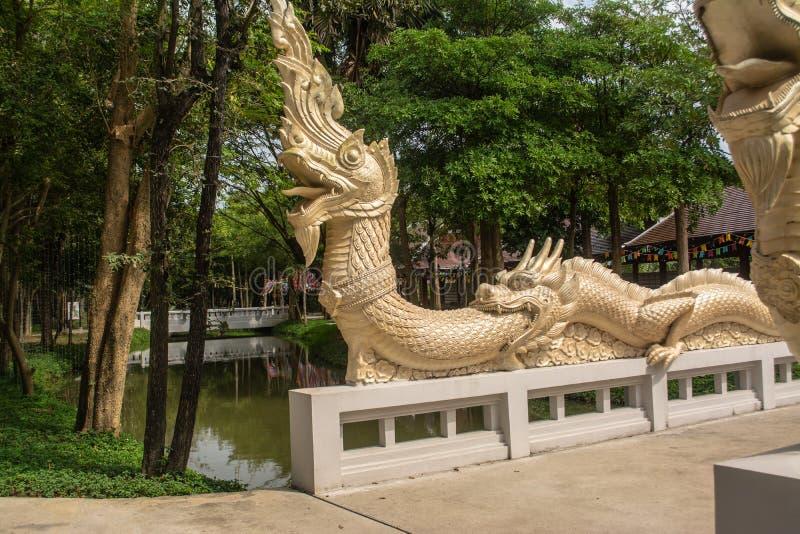 Statue de Naga sur le pont de la foi des temps antiques photo libre de droits