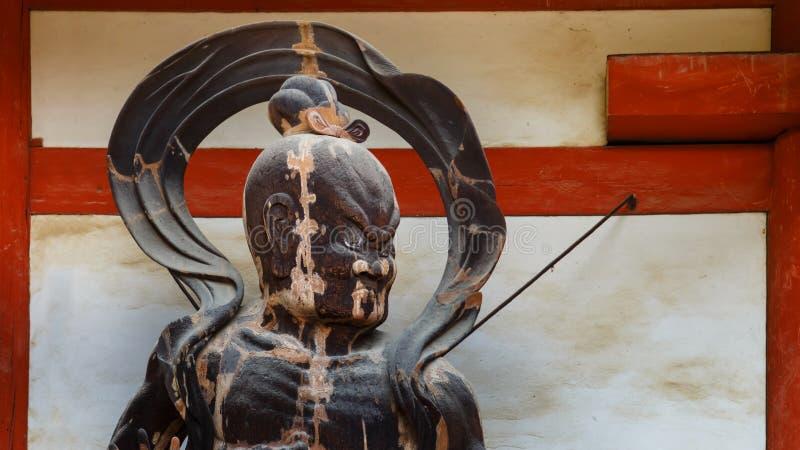 Statue de NIO au temple de Daigo-JI à Kyoto, Japon photos stock