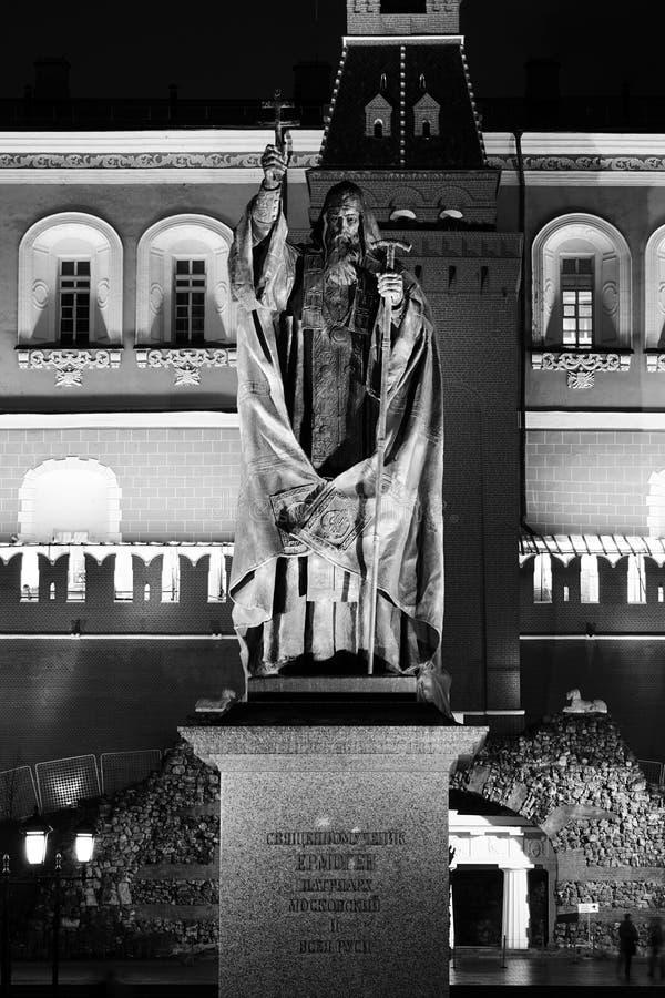 Statue de patriarche Hermogenes en jardin d'Alexandre photographie stock