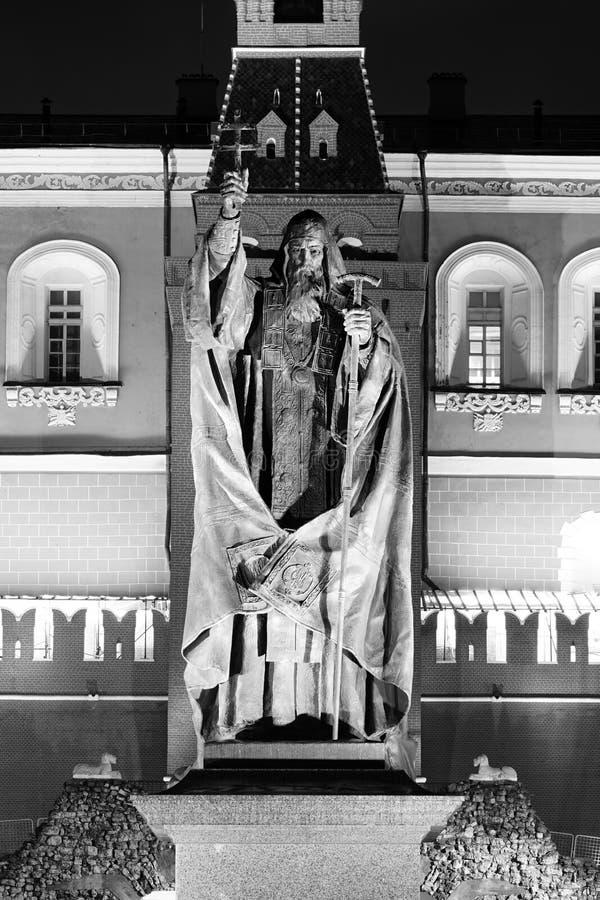 Statue de patriarche Hermogenes en jardin d'Alexandre images stock