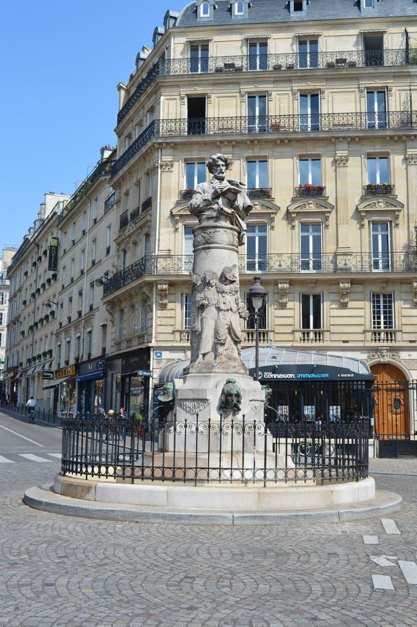 Statue de Paul Gavarni sur l'endroit Saint-Georges, Paris photos libres de droits